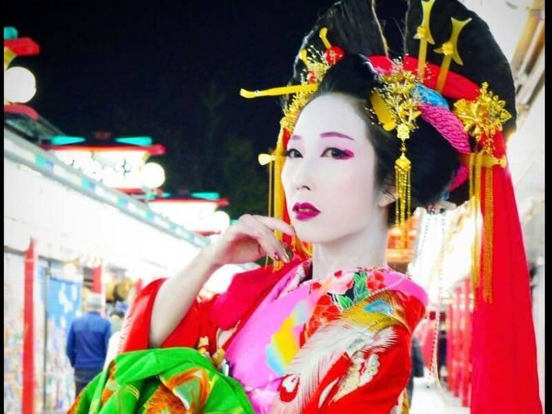 自分で白塗り 日本舞踊ダンサーの教える白塗り化粧体験の画像