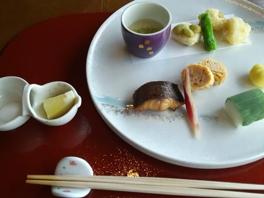 お箸の国の人だもの。押さえておきたい和食のマナーの画像