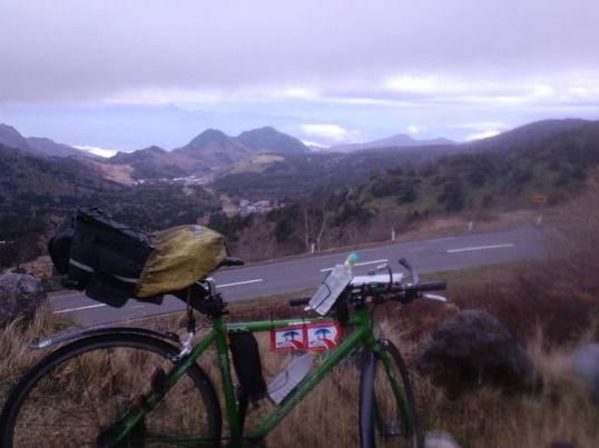 山中で自転車のタイヤがバースト(パンク)しても自分で帰れる修理法の画像