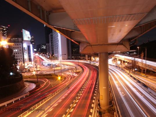 高速道路の流れる光跡を撮影しよう。初心者向け光跡撮影。の画像