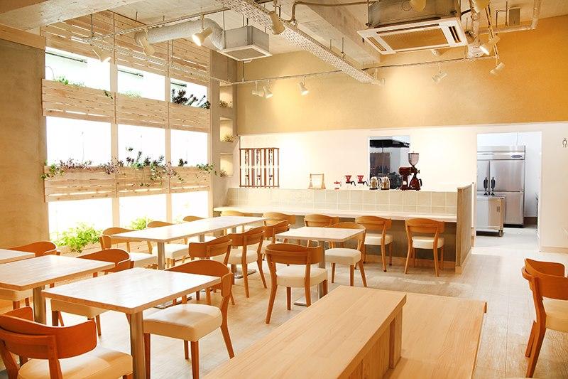 カフェにて笑顔のベビーマッサージ教室☆