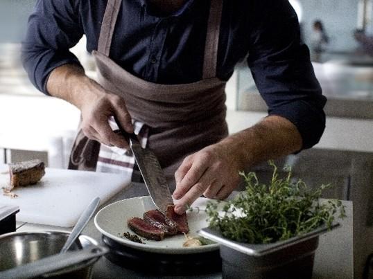 <肉ラボ>じっくりお肉を焼こう!牛肉編〜ステーキvsローストビーフの画像