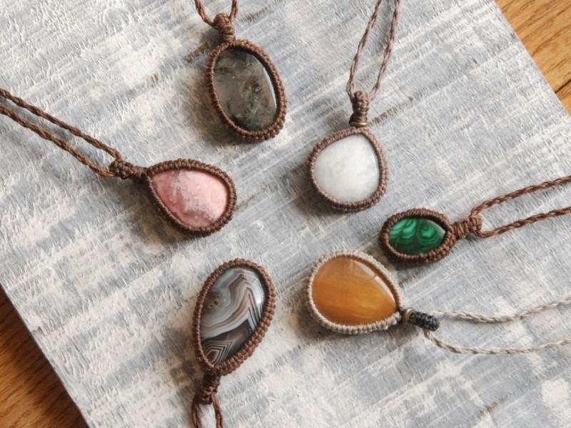 編み物体験・天然石を包むマクラメ編み講座。の画像