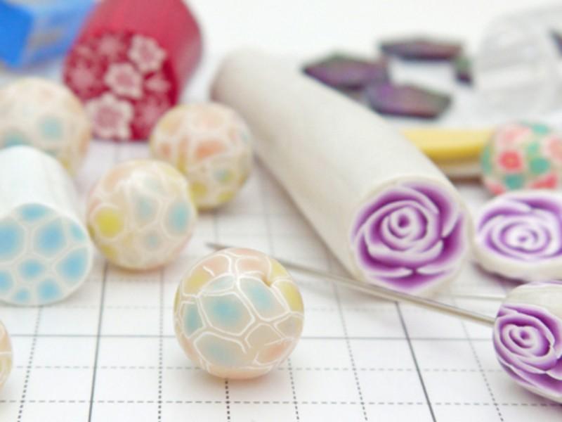 アレンジ無限大!粘土で手作りアクセサリー☆パーツの柄作りから挑戦!の画像