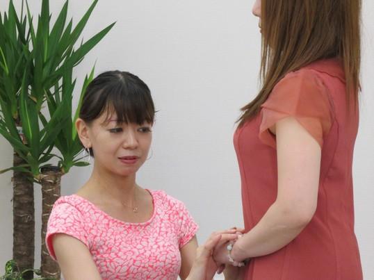 元劇団四季のモデル講師が教える、モデルの笑顔の作り方ポージング講座の画像
