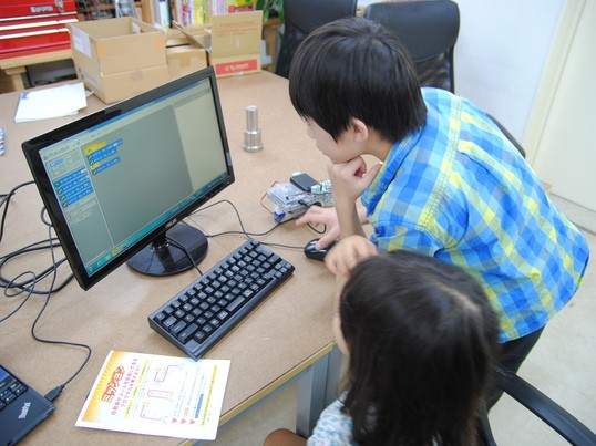 小学生のためのロボットプログラムの画像