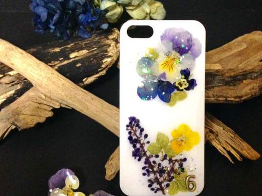本物のお花を使って⭐️オリジナルスマホケース手作りレッスンの画像