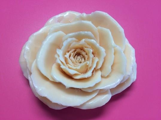 タイの石けんで、バラを彫りませんか?の画像