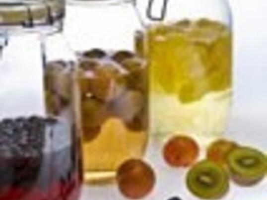 飲んでキレイ☆漢方食材で薬膳酒作りの画像
