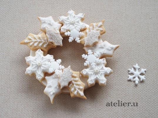 アイシングクッキーで作るホワイトクリスマスリースの画像