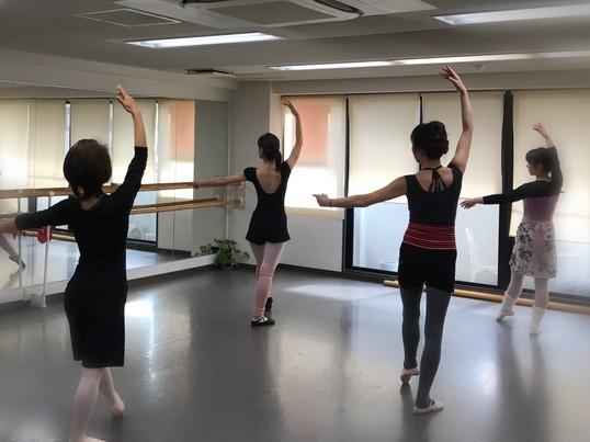 バーレッスンで体幹力アップ!☆優しいバレエエクササイズ☆の画像