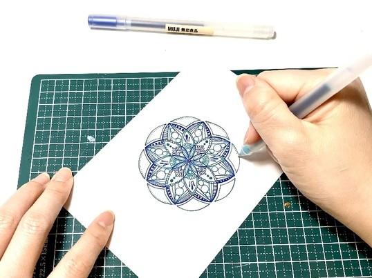 ただ描くだけの瞑想タイム 好きな紙に描く楽描き曼荼羅アート講座の画像