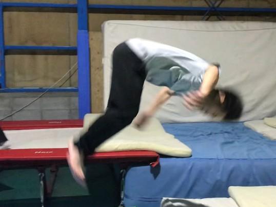 体幹・運動能力ÜP!マット運動・トランポリン教室の画像