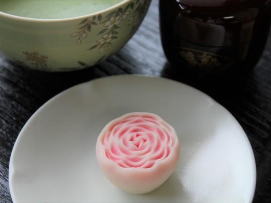 こんなにかわいい「ばら」の和菓子が作れます!お抹茶とともに試食♪の画像