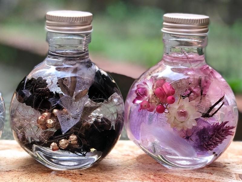 【ボタニカルクリスマスイベント】可愛い小瓶で作るハーバリウム♪の画像
