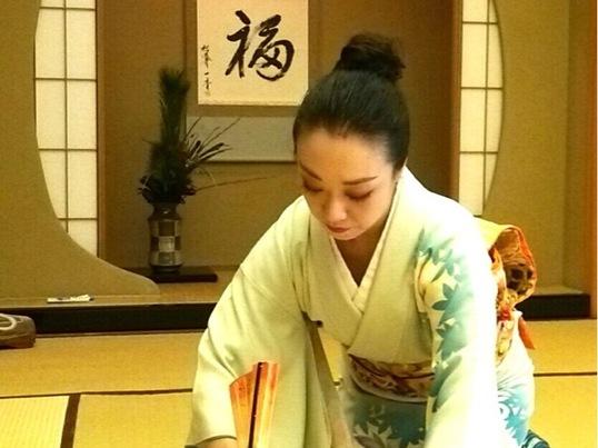 日常にエレガントさを! 茶道と日本舞踊から学ぶ美しい所作の画像