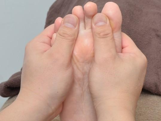 (少人数制)むくみを解消し美脚!アロマオイルを使用したフットリフレの画像