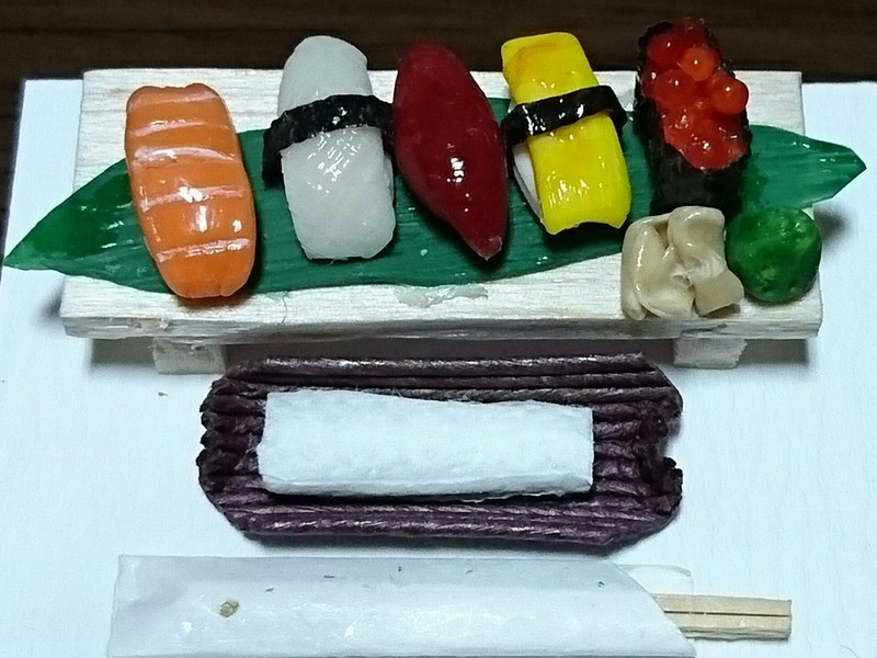 6分の1サイズ・ミニチュア粘土のお寿司の画像