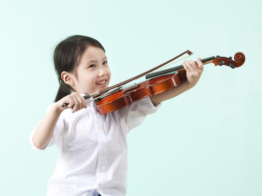 親子で挑戦!キッズサイズのバイオリンを鳴らしてみようの画像