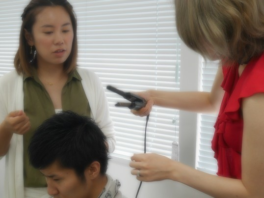 巻き髪女子会の兄弟レッスン!彼氏旦那を格好よくするヘアスタイリングの画像