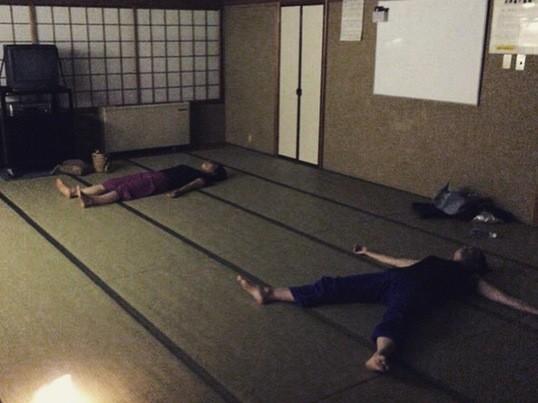 体と心をゆるめる リラックスヨガwithアロマ 月末のリセットヨガの画像