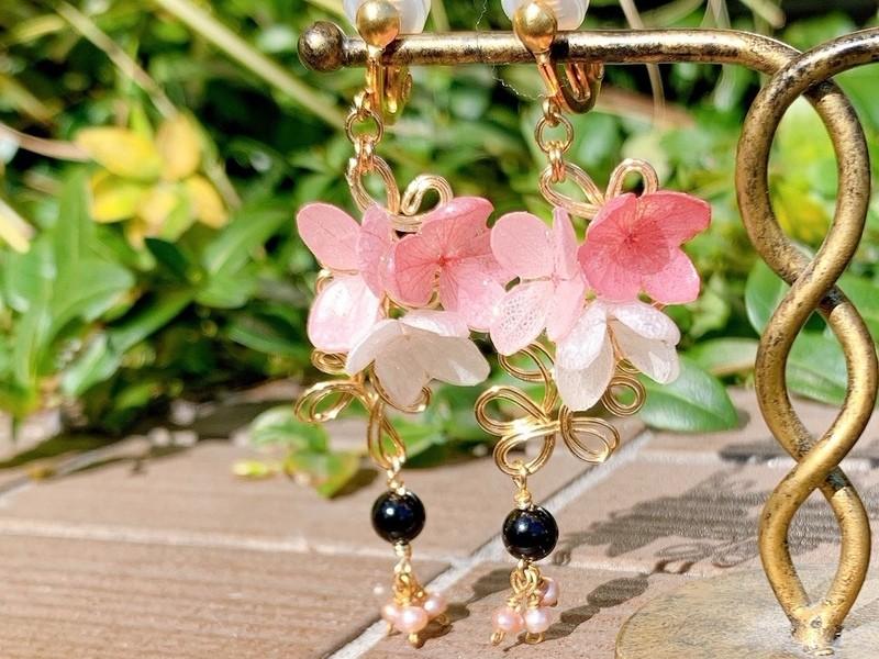 本物のお花で作るレジンのフラワー アクセサリーの画像