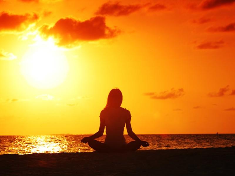 癒しとリラックス!身体と心を整えるリストラティブヨガの画像
