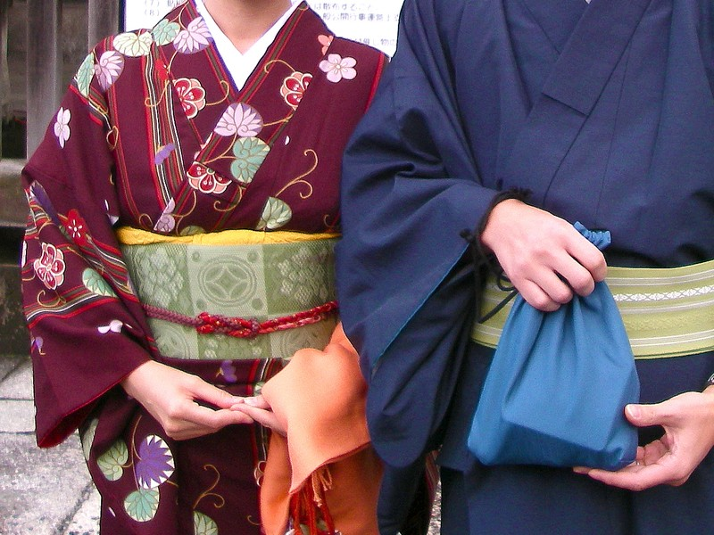 【きもの入門】レトロな着物をおしゃれに着こなすコーデの基本レッスンの画像