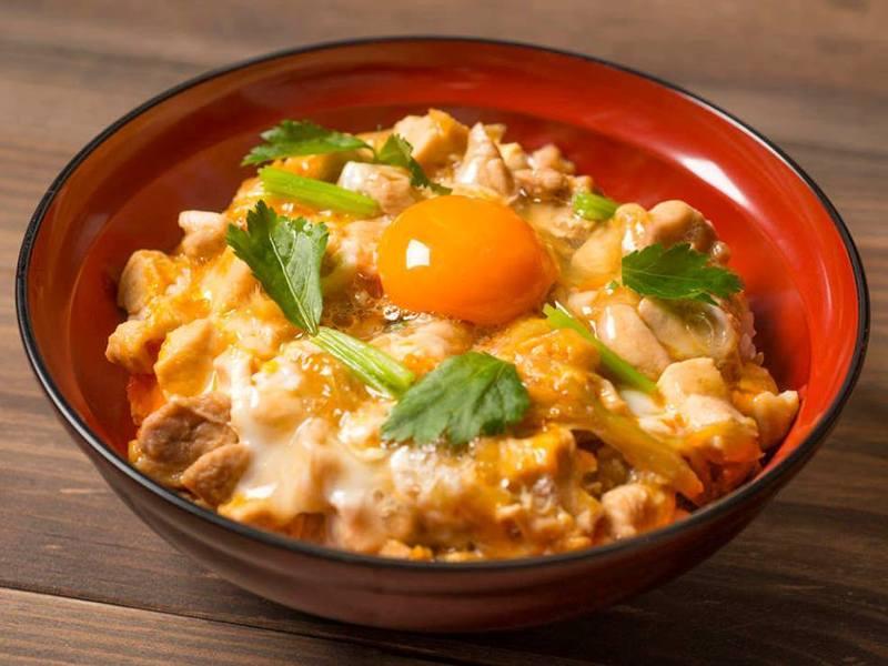 築地鳥藤の鶏肉使用、ふっくら美味しい親子丼を作る!の画像
