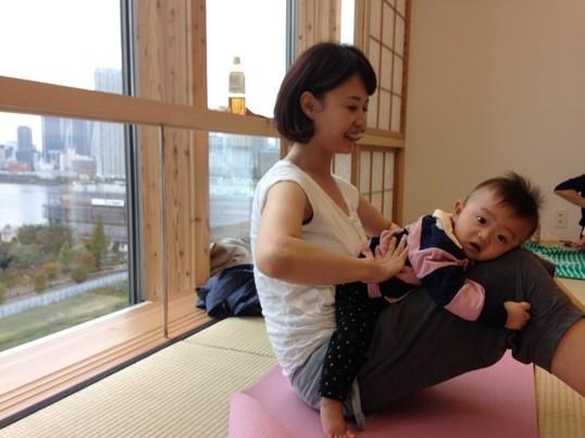 スキンシップを大切にした「Baby yoga」 の画像