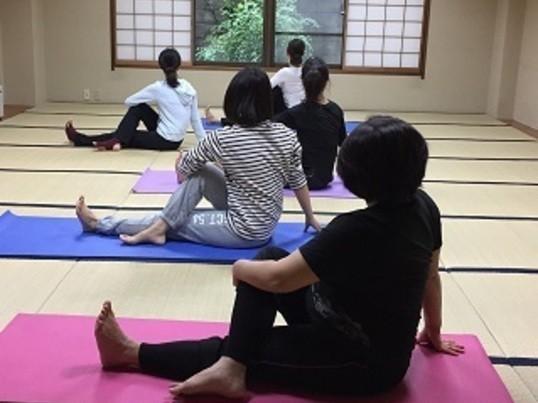 仕事終わりに!瞑想と歪み調整ヨガで心身を整える+骨盤矯正施術の画像