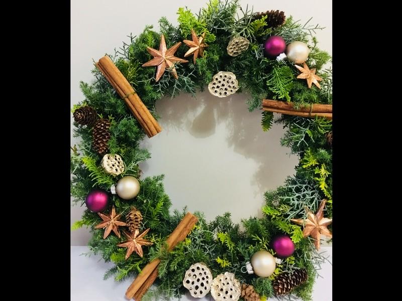 フラワーデザイナーが教える、クリスマスフレッシュリースレッスン☆の画像
