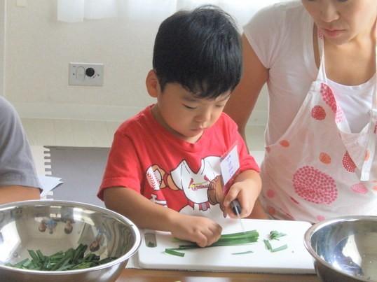2歳~就学前親子対象 子どもがメインで作る三色丼と簡単漬物の画像