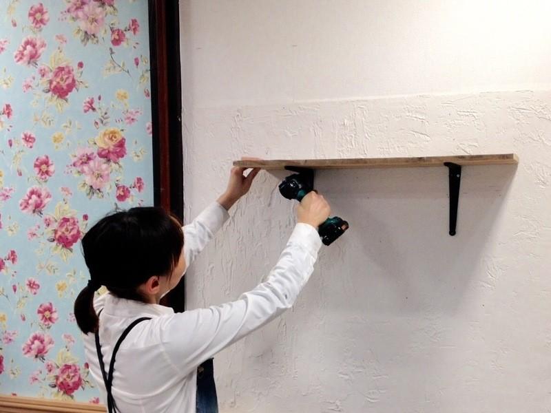 【壁のリノベーション】壁裏の構造を知り石膏ボードの壁に棚をつけるの画像