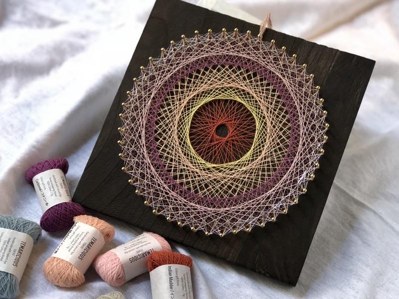 草木染めの糸で紡ぐ、糸かけ曼荼羅の会の画像