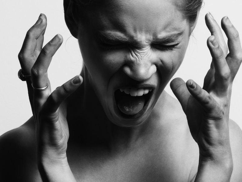 心のストレスなしに、 職場関係をよくする5つの要求テクニックの画像
