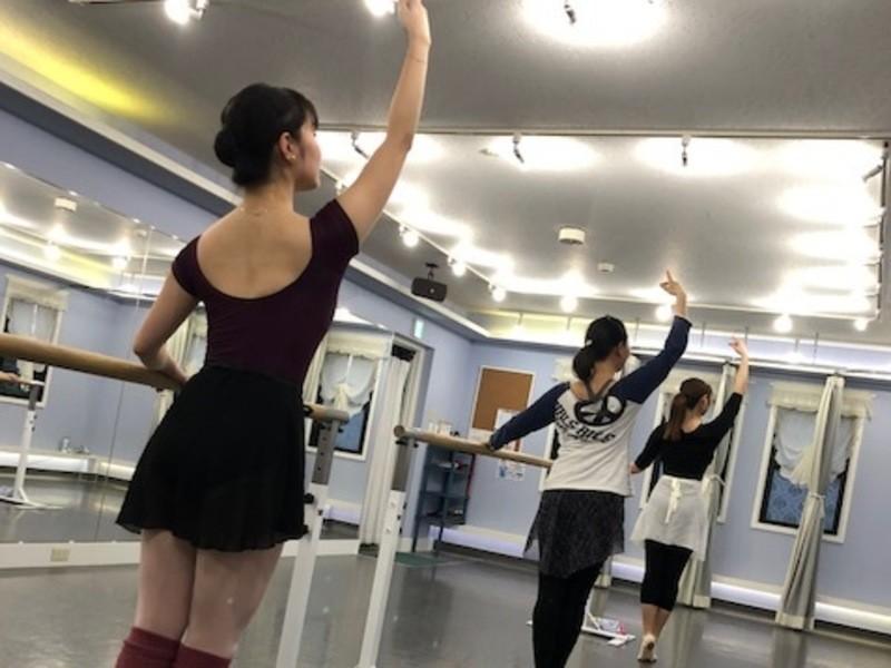 あなたも気分はバレリーナ♪ 大人のためのバレエ教室の画像