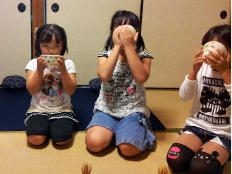 伝統を次世代に伝えたい親子のための茶道体験の画像