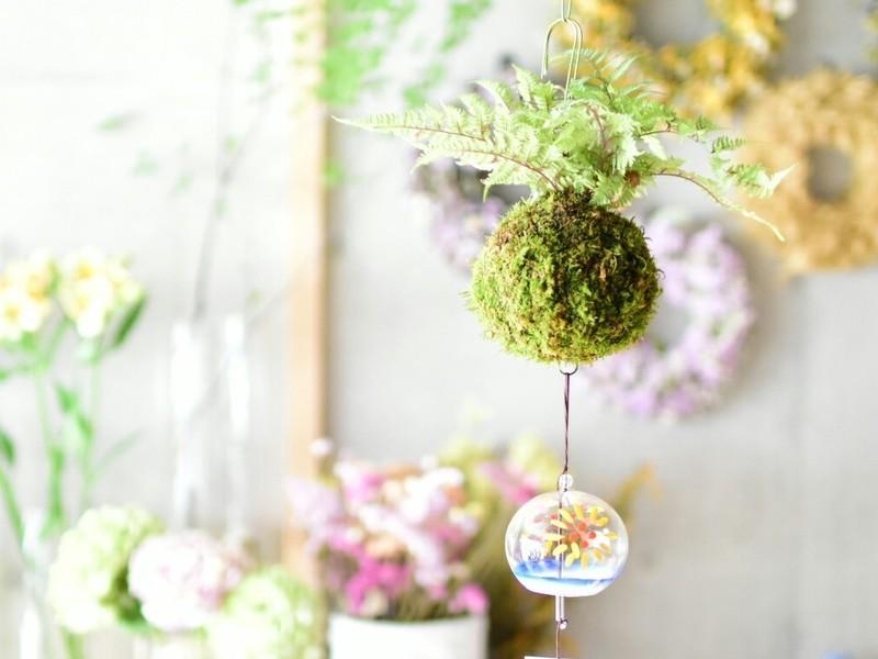 日本の伝統、つりしのぶ作りのワークショップの画像