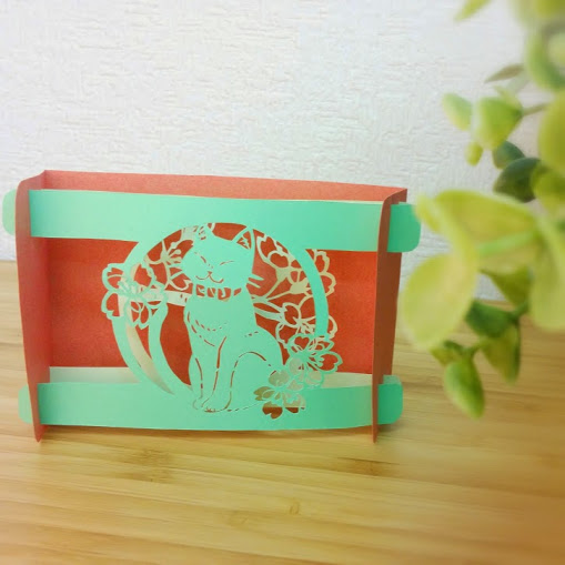 簡単な切り絵で立体カードを作ろう
