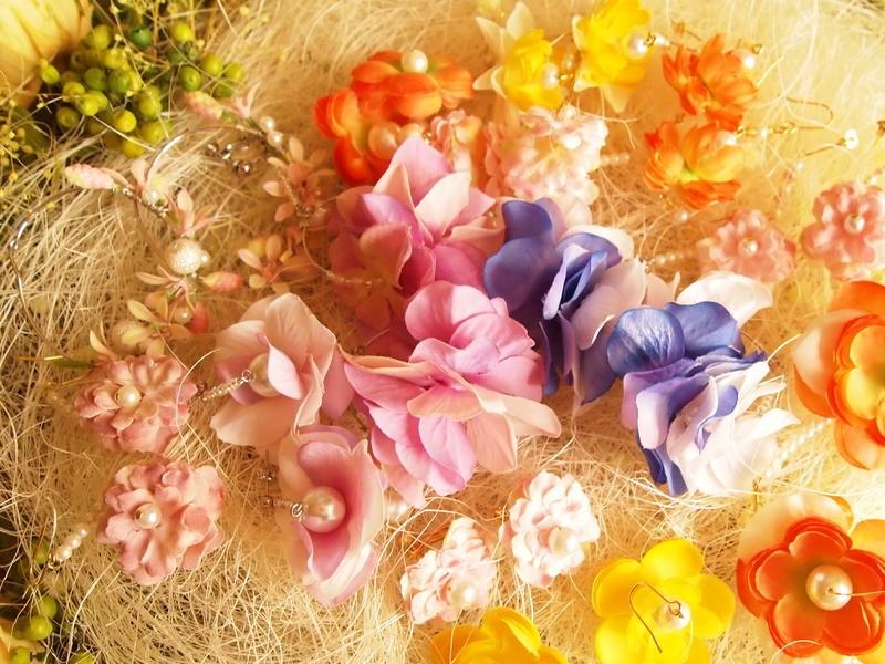 お好きなお花で耳飾り~イヤリング又はピアス~の画像