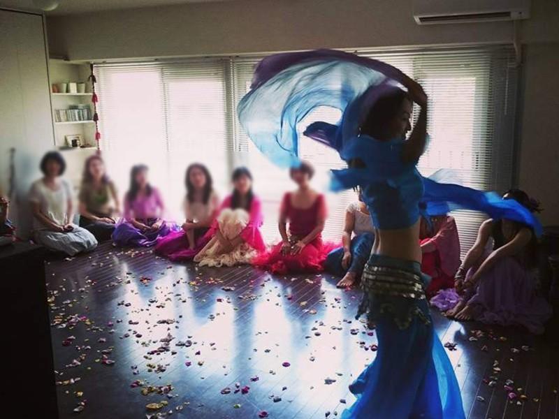 ベリーダンスで踊る瞑想クラスの画像