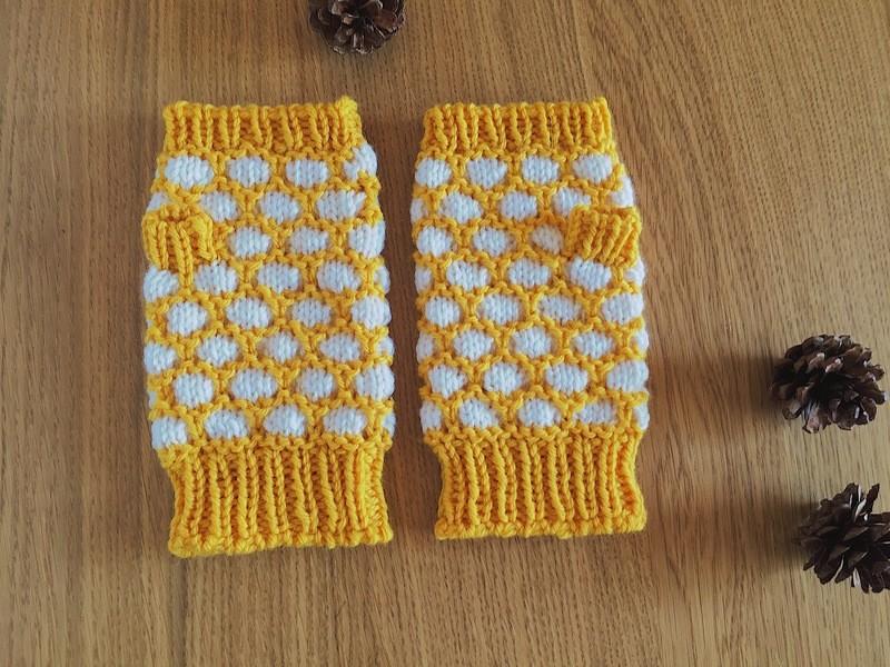 【棒針編みレッスン】とっても簡単で可愛い♪シェル模様の指なし手袋の画像
