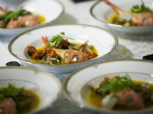 お手軽に包丁も使わずにイタリア料理の定番「アクアパッツァ」作ろう!の画像
