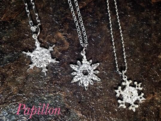 純銀の雪の結晶チャームの画像