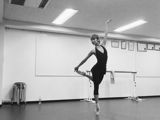 まっすぐで綺麗な身体を目指すバレエの基礎レッスンの画像