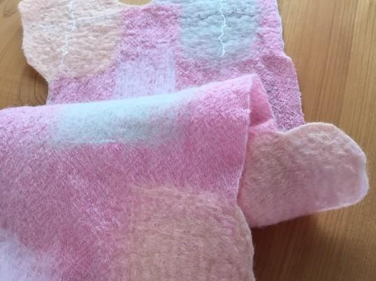 ふわふわ羊毛とウールガーゼで作るハンドメイドフェルトのミニマフラーの画像