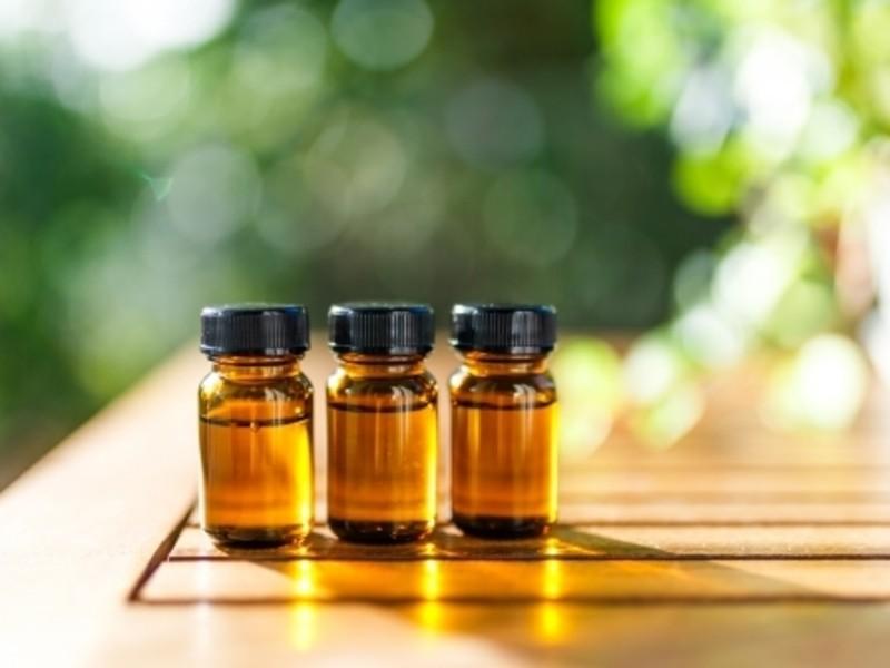 アロマの香りの香水作りの画像