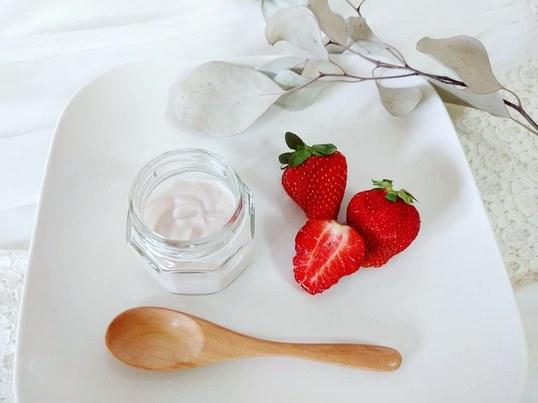 いちごの香りを堪能! いちご香る化粧水とクリーム作りの画像