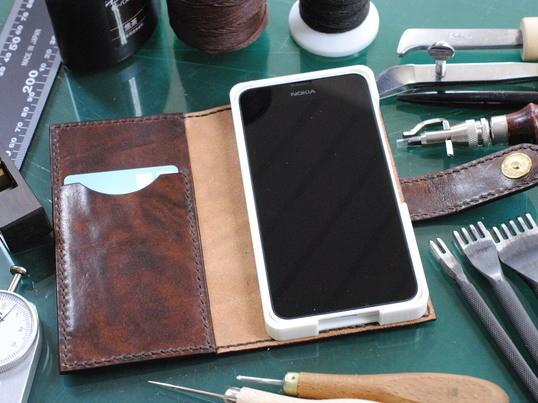 好みの革を使ってスマートフォン・タブレットケースを作るの画像